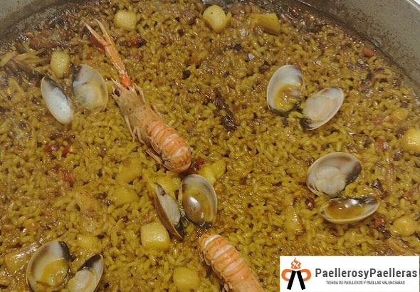 Magnífica Paella de Marisco con cigalitas.