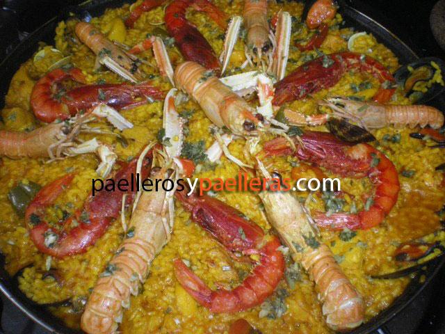 paella-marisco-con-paellera-esmaltada-desde-jamaica