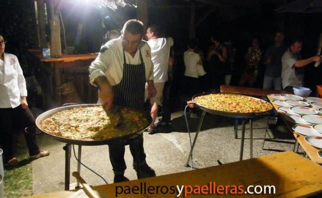 Haciendo Paellas en Italia para 60 personas